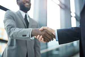 a Fairfax, VA immigration attorney shaking hands with a client looking to pursue an EB-3 visa